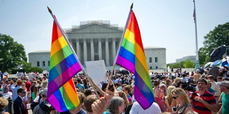 Hundreds of people gather outside the US Supreme Court building in Washington, DC on June 26, 2015. (Photo credit, MLADEN ANTONOV/AFP/Getty Images